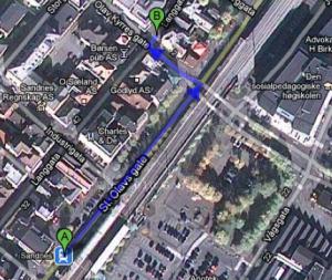 Slik kjem du deg frå A) Sandnes Sentrum (togstasjonen) og Rúten til B) L54. Vel møtt!