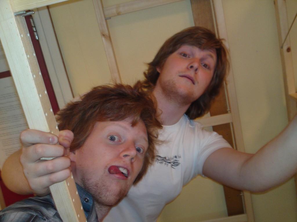 Ingrediensane: To kjekke gutar og dugeleg med Ivar-hyller frå Ikea.